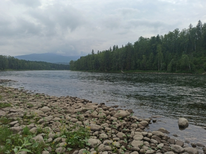 В Красноярском крае на реке Казыр опрокинулась лодка с четырьмя пассажирами, есть погибшие