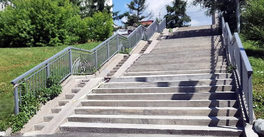 В Красноярске заканчивают ремонтировать лестницы