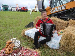 Сельхозпроизводители Красноярского края 20 августа собрались на традиционный сельскохозяйственный праздник «День поля» в поселке Борск Сухобузимского района