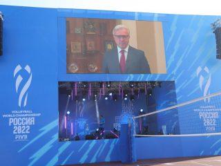 Участников церемонии приветствовал в видеообращении губернатор