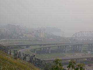 Первые отчетливые признаки смога красноярцы отмечали еще в пятницу, 6-го августа. А до этого на дым от якутских пожаров начали жаловаться жители Канска, Эвенкии, Богучанского, Кежемского, Северо-Енисейского и других районов
