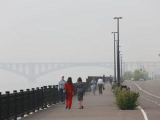 По данным красноярских синоптиков, воздух очистится от гари не раньше четверга, когда сменится направление ветра. Причем, легче дышаться будет по всему краю