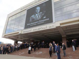 В адрес губернатора и администрации Красноярска все эти дни приходят телеграммы с соболезнованиями от коллег Петра Пимашкова