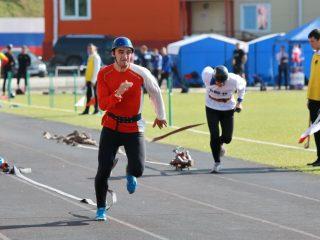 В соревнованиях принимают участие 12 команд из разных городов и районов Красноярского края. Победу оспаривают 80 спортсменов