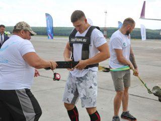 Рекорд поставил красноярский спортсмен Иннокентий Веселов - мастер спорта по тяжелой атлетике и силовому экстриму