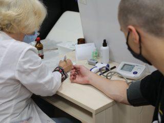 По данным на 23 августа в Красноярском крае первый компонент вакцины поставили уже около 750 тысяч человек. Активнее всего прививки ставят жители Шарыповского района и Таймыра. Среди городов лидируют Бородино, Красноярск и Зеленогорск