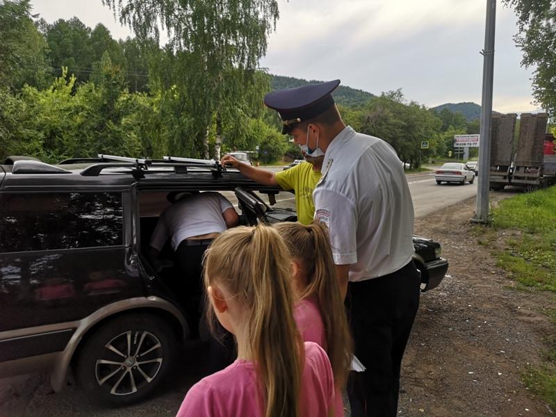 В Красноярске оштрафовали водителя за перевозку ребенка в коробе коляски