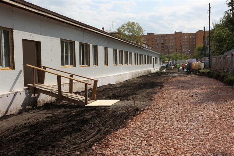 Мэр Сергей Еремин проверил строительство школы и детского сада в Железнодорожном районе