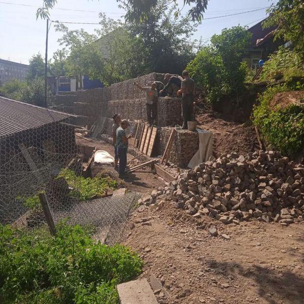 В Красноярске опасную подпорную стену рядом с детсадом отремонтируют к концу осени