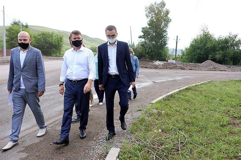 Мэр Еремин проверил обновление перекрестка улиц Тимошенкова и Монтажников