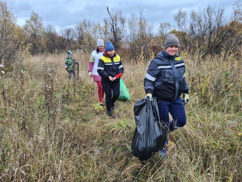Назаровские горняки-волонтеры приняли участие в экоакциях