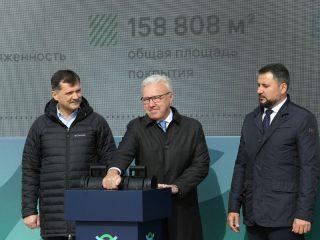 Официальный пуск новой магистральной рулежной дорожки в Международном аэропорту Красноярск объявил губернатор Александр Усс