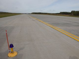 Новая МРД полностью повторяет длину взлетно-посадочной полосы - почти 2,7 км дорожного полотна. Теперь количество взлетно-посадочных операций увеличится вдвое и вместо 12 рейсов аэропорт сможет принимать до 24 рейсов в час