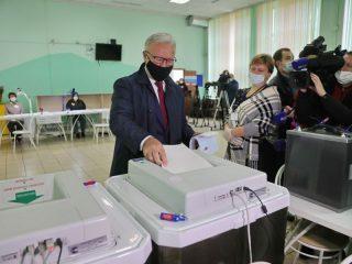 Александр Усс, губернатор Красноярского края: «Я свой выбор уже сделал. Я думаю, что не только для меня, но и для большинства красноярцев он очевиден. Курс на поддержку, прежде всего, президента, на укрепление нашего государства и благополучия наших граждан»