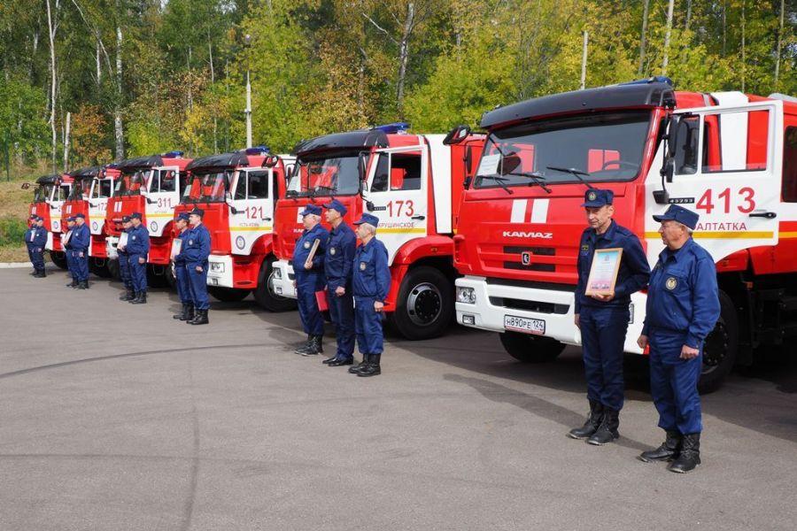Семь новых пожарных цистерн получили огнеборцы в Красноярском крае