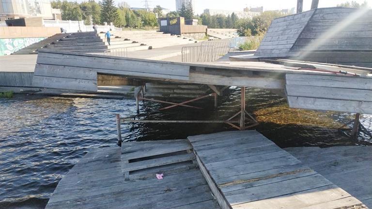 На Центральной набережной Красноярска разбирают арт-объект «Рушник»