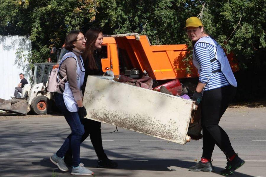 Добровольцы в Свердловском районе собрали 3 тонны мусора