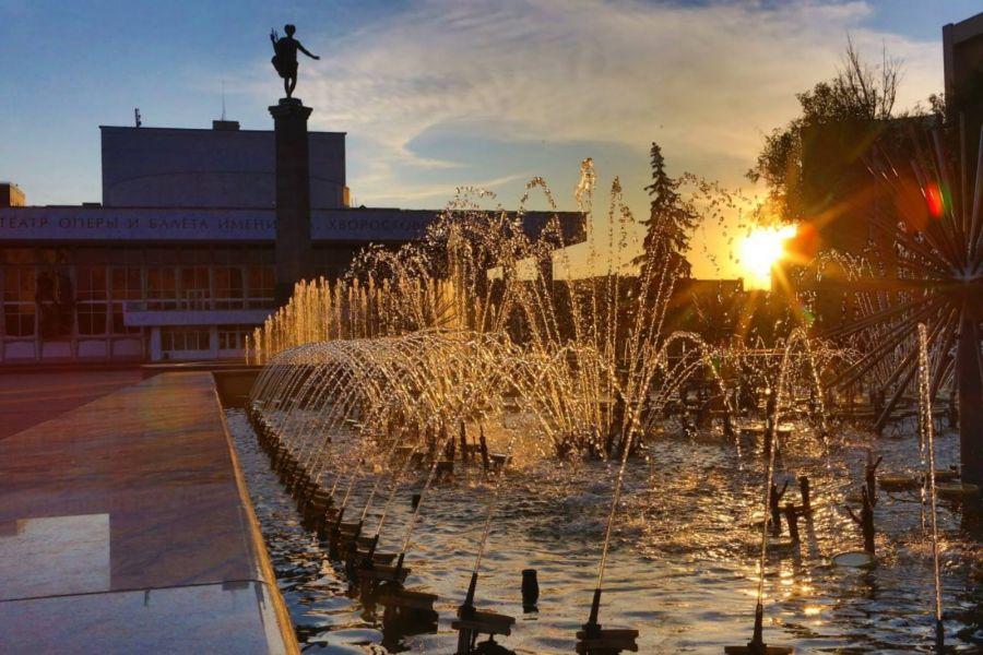 Красноярский фонтан на Театральной площади закроет сезон красочным представлением