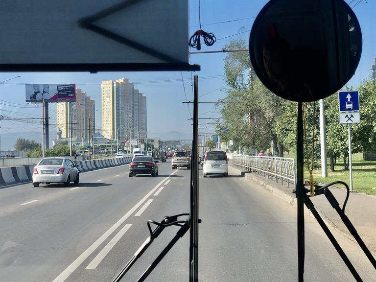 Камеры на автобусах и троллейбусах Красноярска засняли 90 нарушителей на выделенках