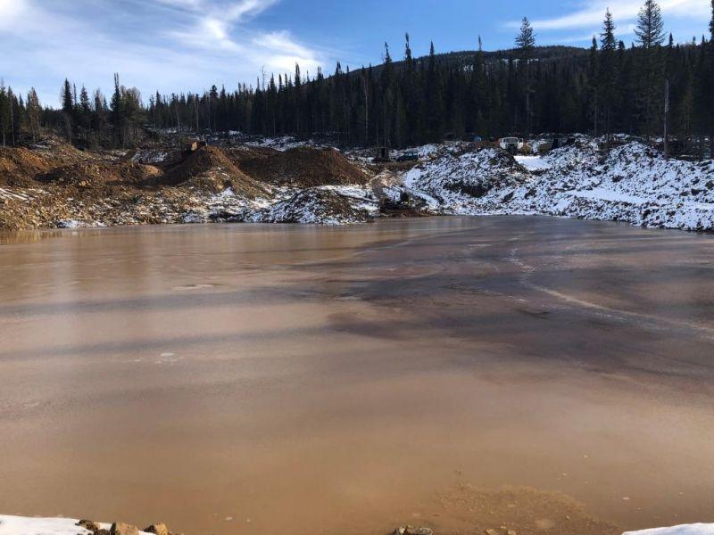 Золотодобытчика в Красноярском крае за грязь в реке Кувай оштрафовали на ₽ 1 млн