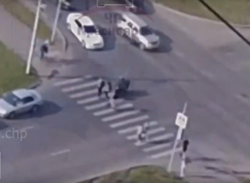 В Красноярске на 15 суток арестовали мотоциклиста, сбившего девушку на зебре