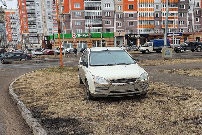 За повреждение газона в Красноярске оштрафовали на ₽405 тысяч