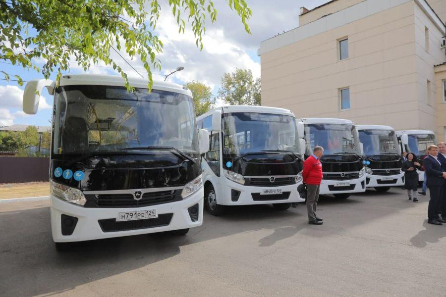 Новые пассажирские автобусы получили районы Красноярского края