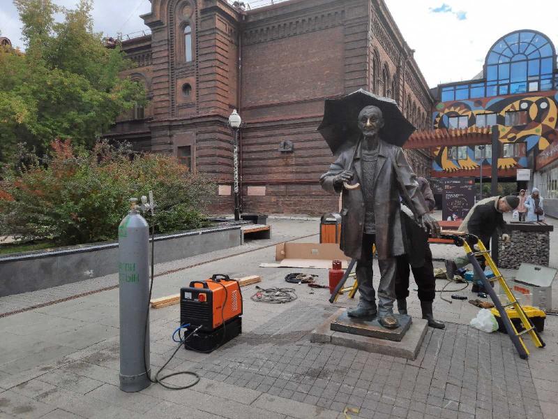 Памятник Андрею Поздееву в Красноярске отреставрировали к 95-летию художника