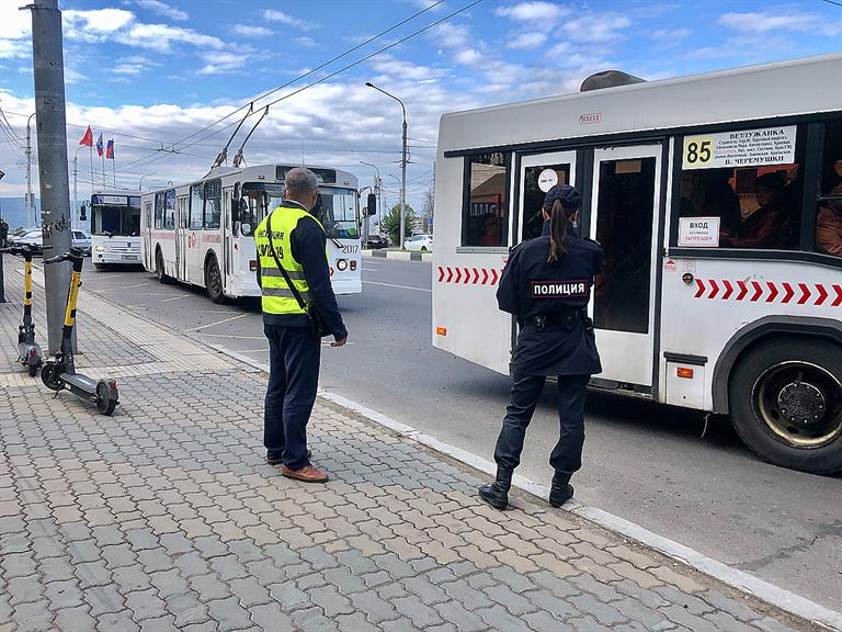 В Красноярске за 1,5 года пандемии оштрафовали 178 пассажиров и водителей