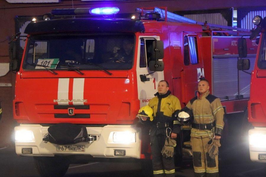 Российские спасатели и пожарные почтили память погибшего министра МЧС Евгения Зиничева