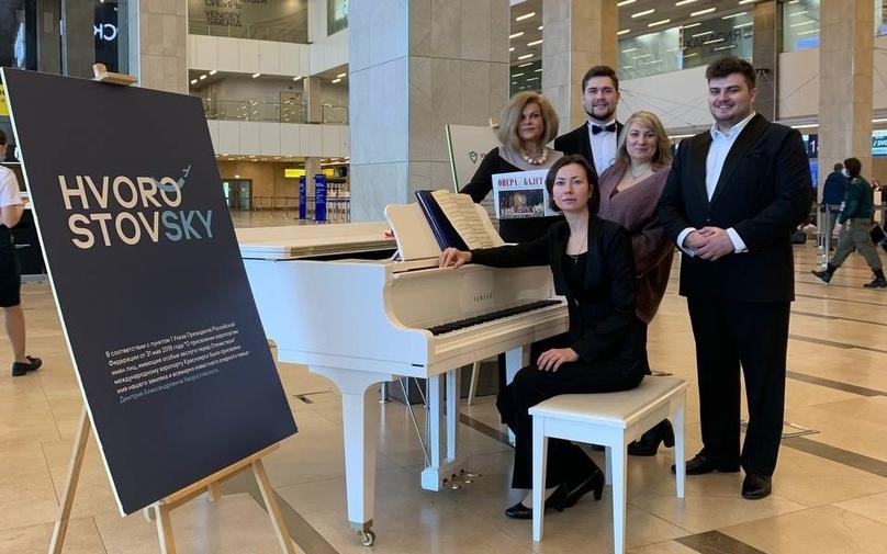 В день рождения Дмитрия Хворостовского профессиональные музыканты дали концерт в аэропорту Красноярска